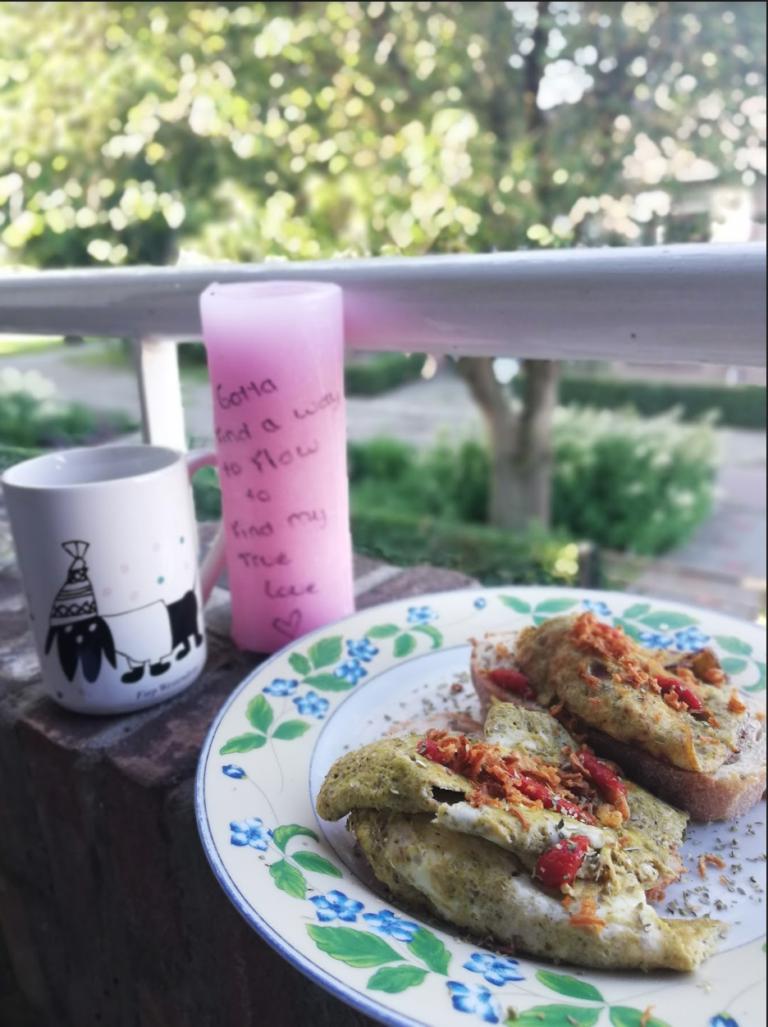 Omelet du pesto